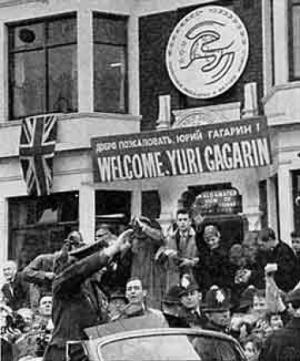 Yuri Gagarin cavalcade : Through the streets of Manchester