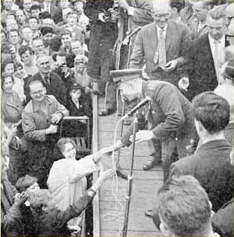 Yuri Gagarin in Manchester : Greeting the crowd